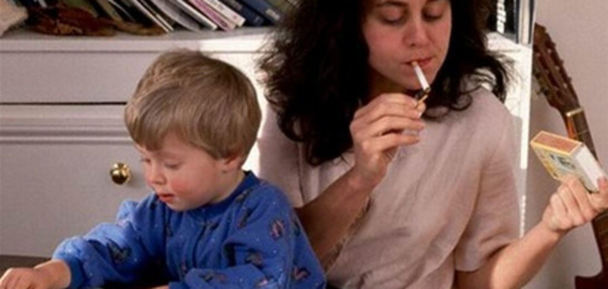 В Латвии курение в присутствии ребенка приравняли к насилию