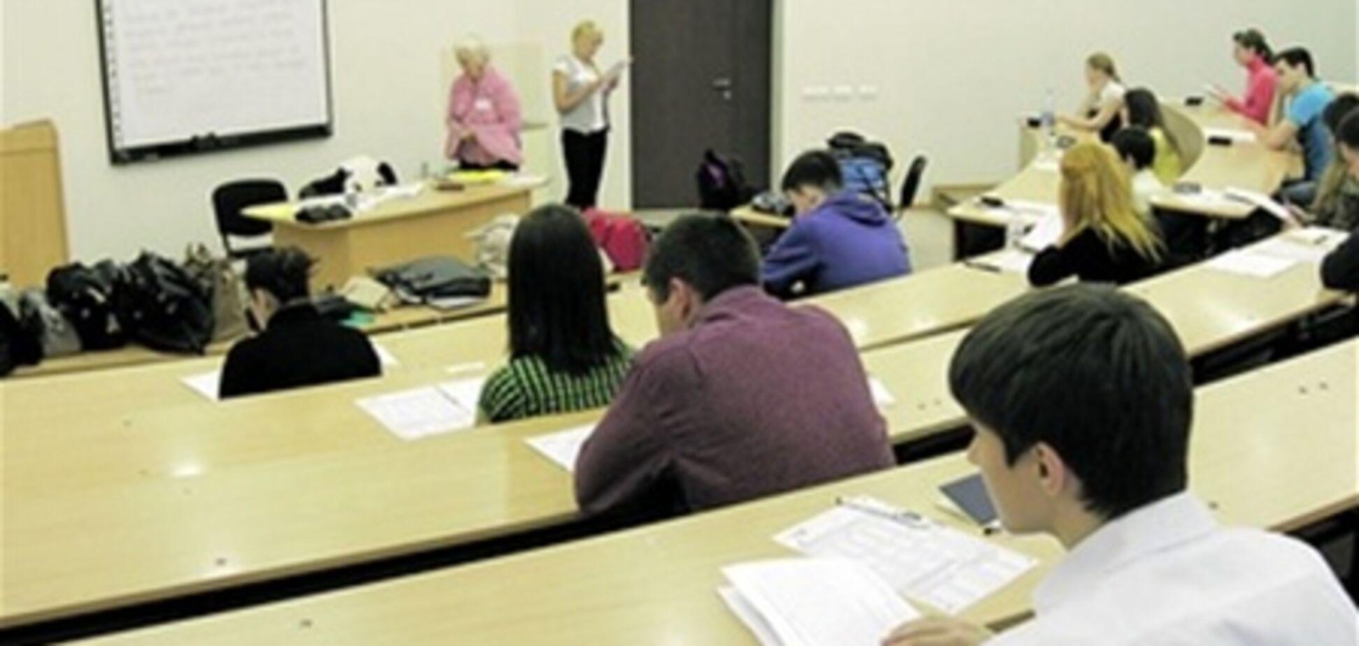 Выпускникам обещают за деньги сдать тест по СМС