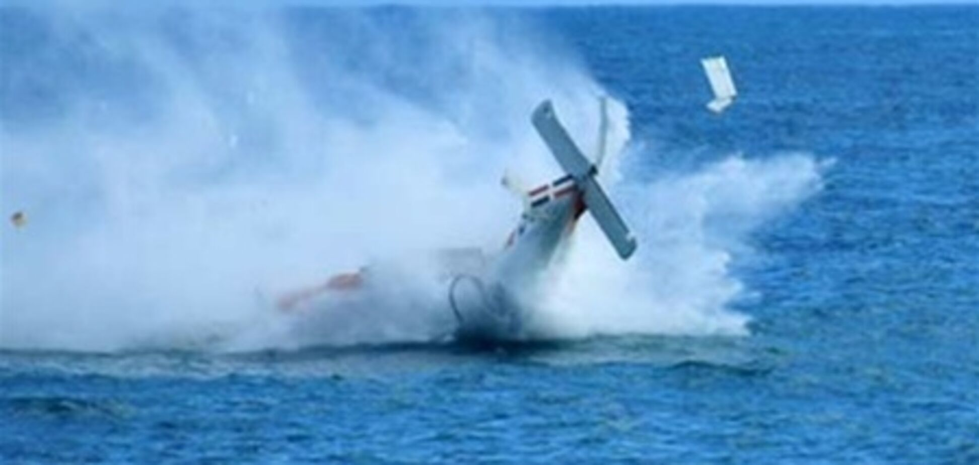 Самолет ВМС Китая рухнул в море во время тренировки