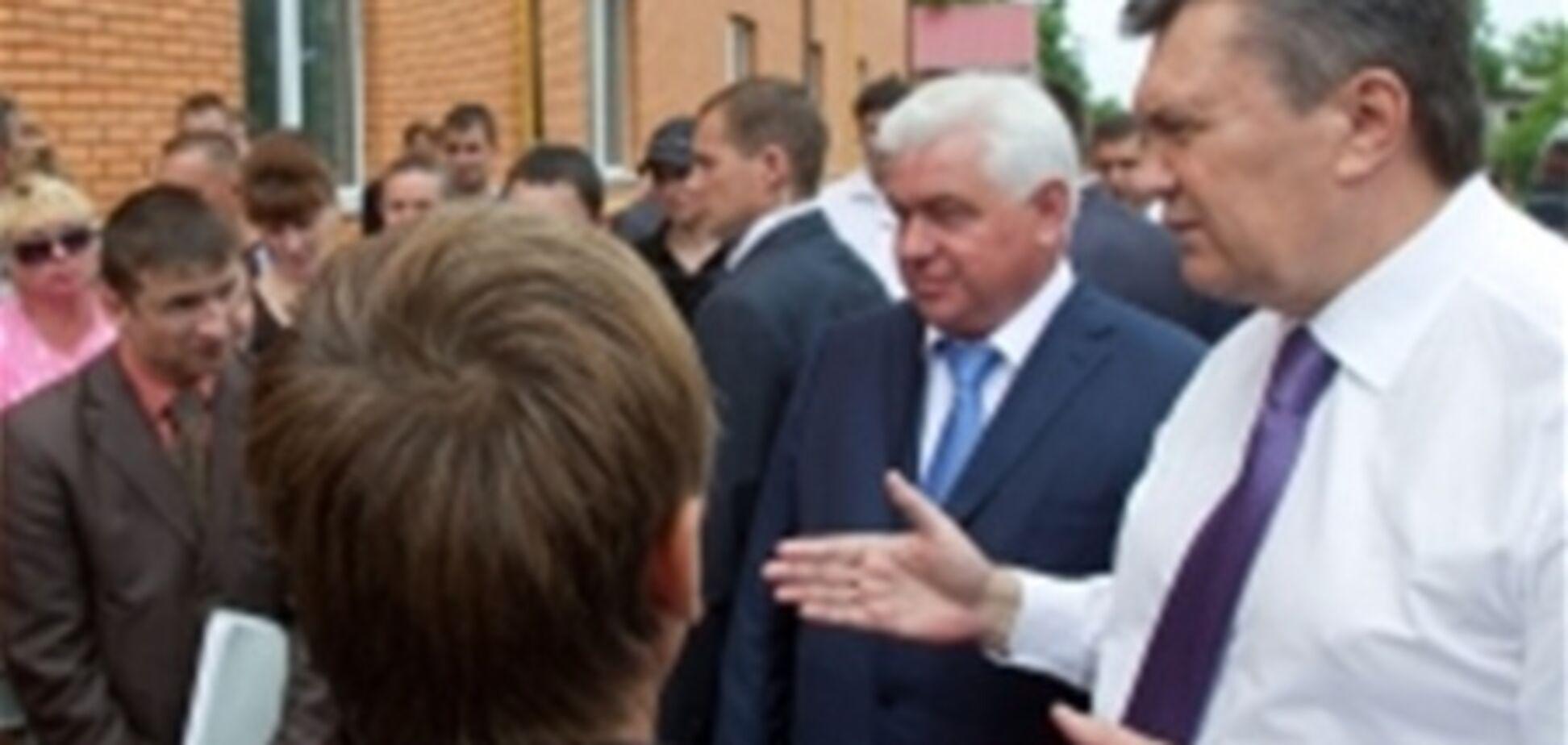 Янукович дал денег погорельцам на Киевщине