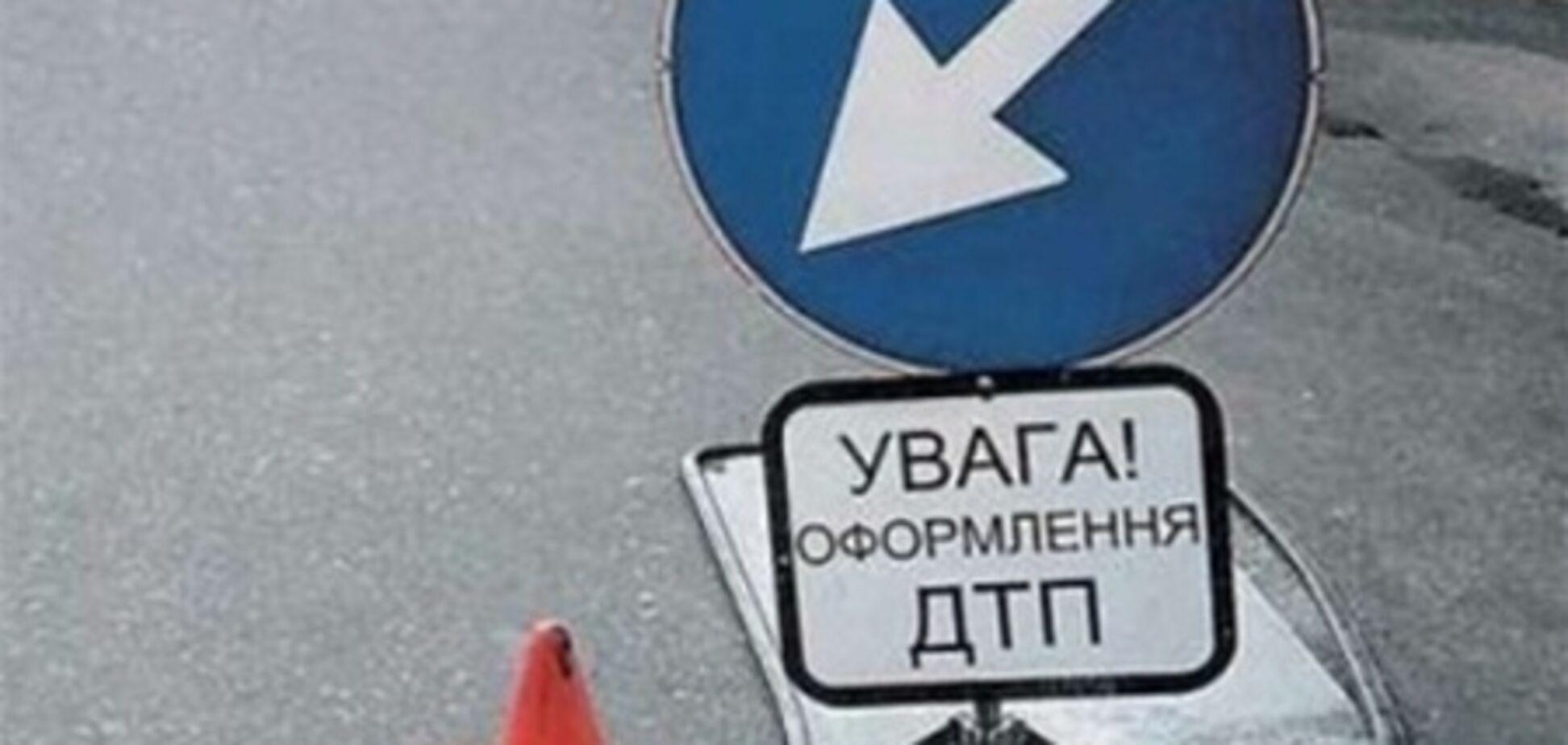 В Луганске автомобиль влетел в остановку