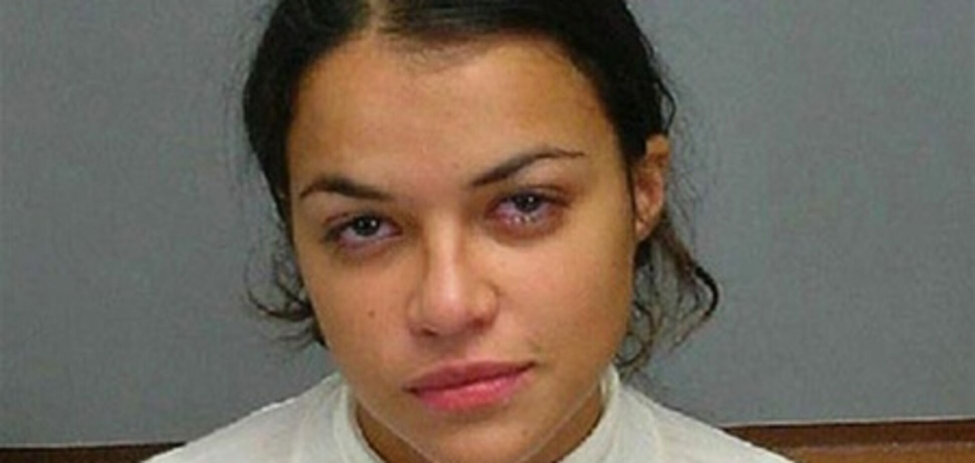 Заплаканные и опухшие знаменитости позируют для полиции