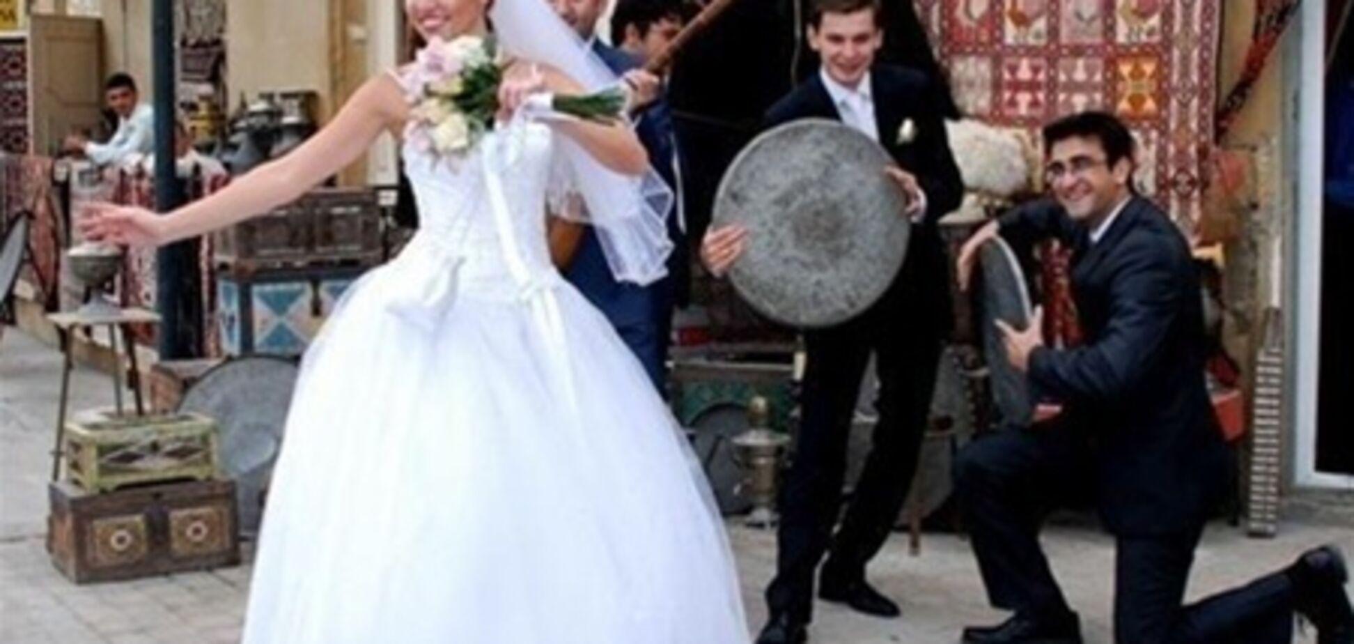 Азербайджанець судиться з 80 гостями, які не прийшли на весілля сина