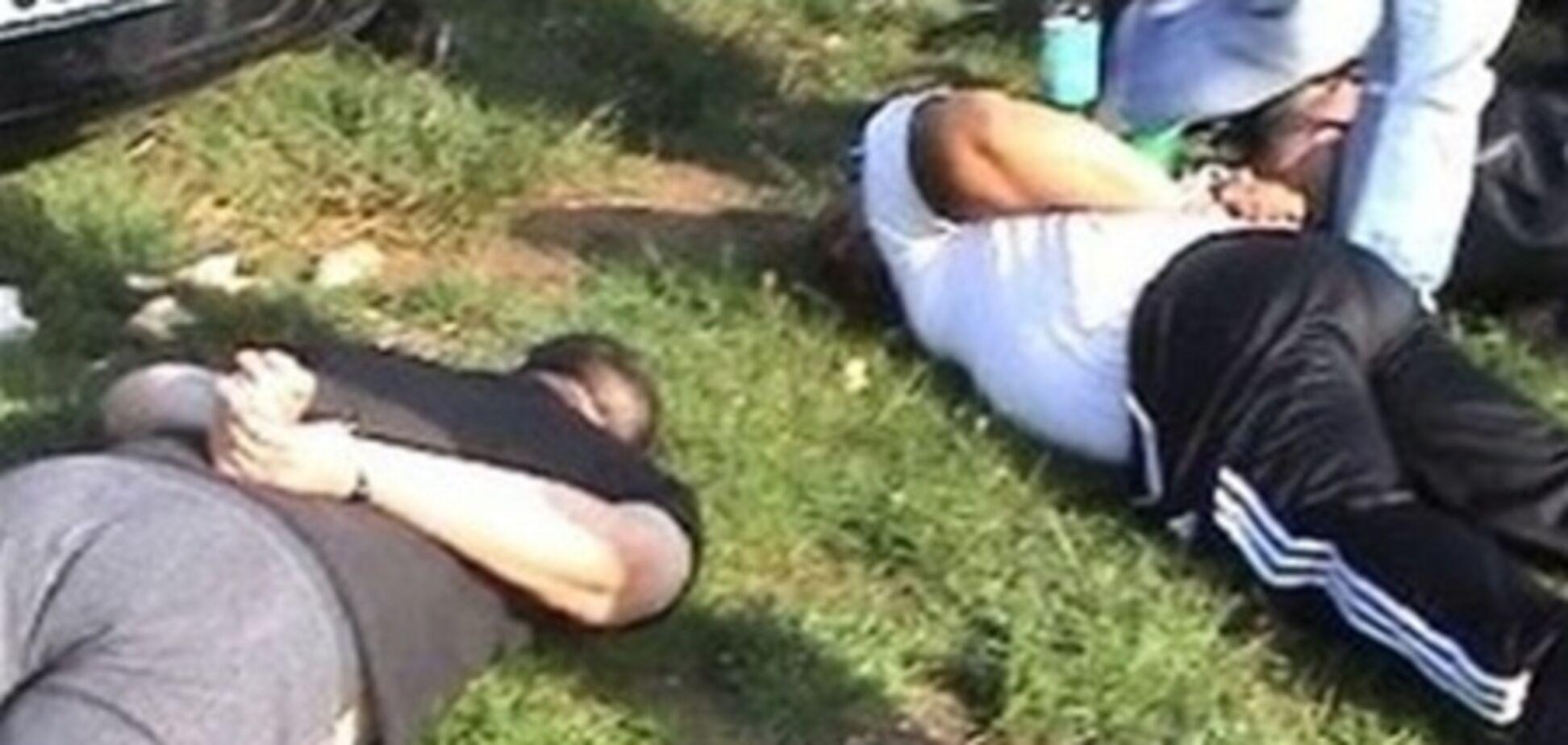 В Румынии полицейский спецназ прервал футбольный матч. Видео