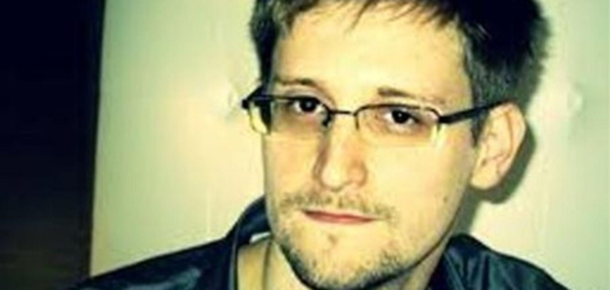 Разоблачитель Сноуден попросил политубежище в Эквадоре