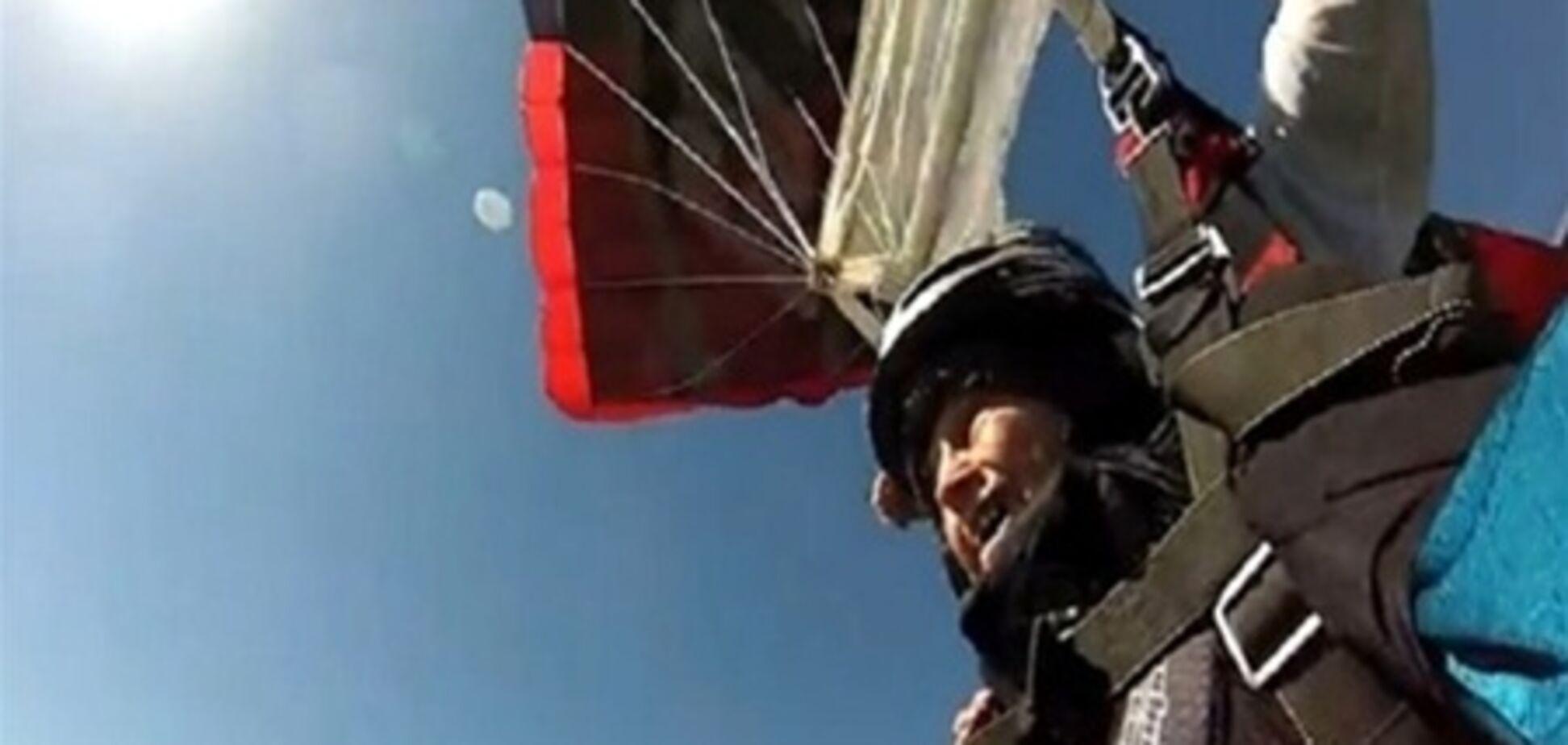 102-річна екстремалка стрибнула з мосту. Відео