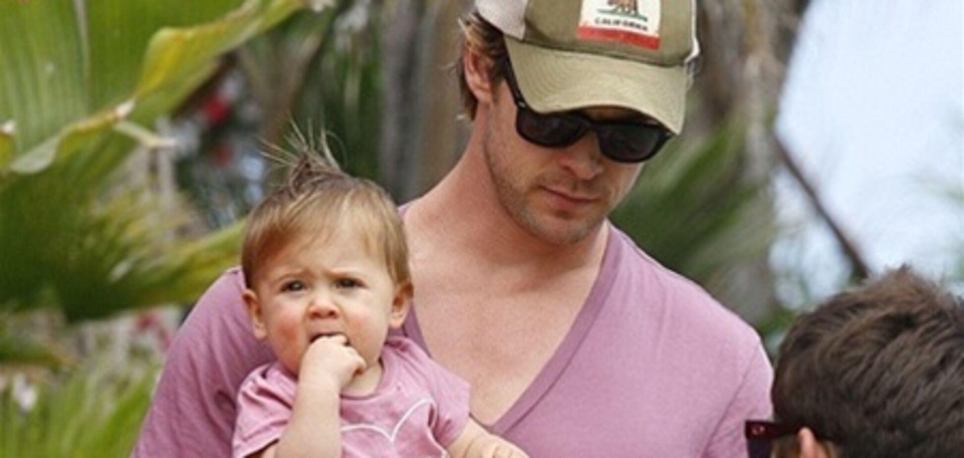 Крис Хемсворт надел такую же футболку, как у дочери