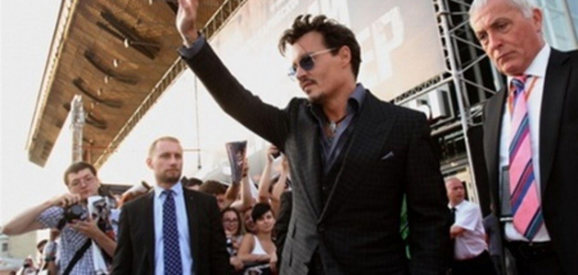 Джонни Депп в Москве: паровоз, фанаты и злой телохранитель