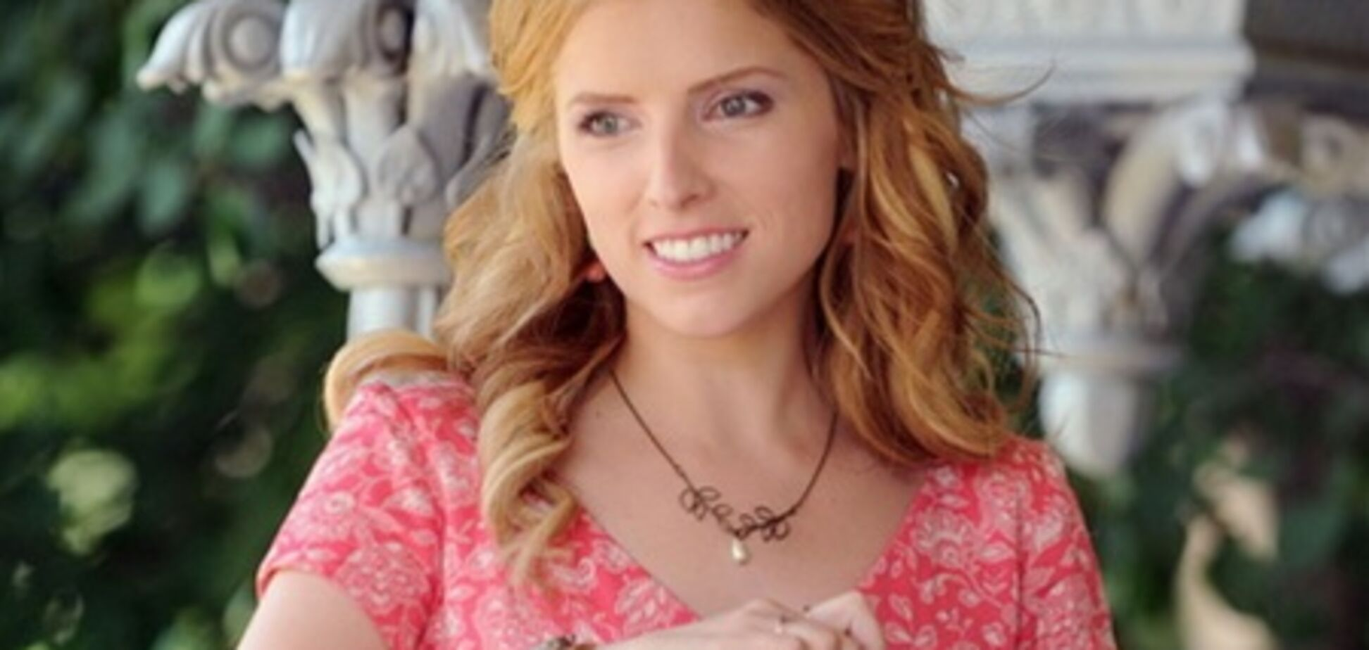 Звезда 'Сумерек' превратилась в блондинку с правильными локонами
