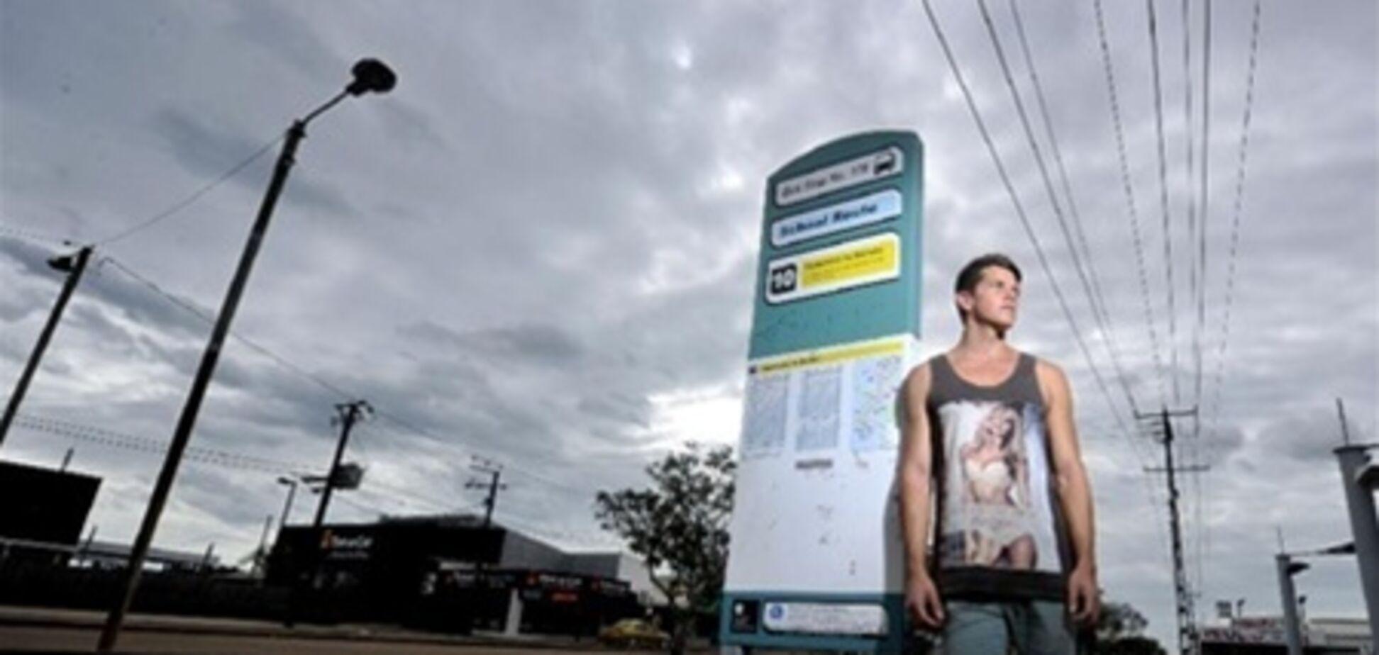 Австралійця вигнали з автобуса за 'зухвалу' футболку