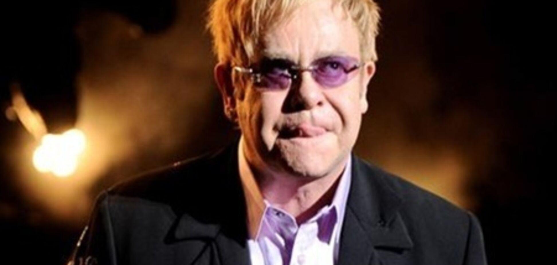 Елтон Джон скасував концерти через чергової операції