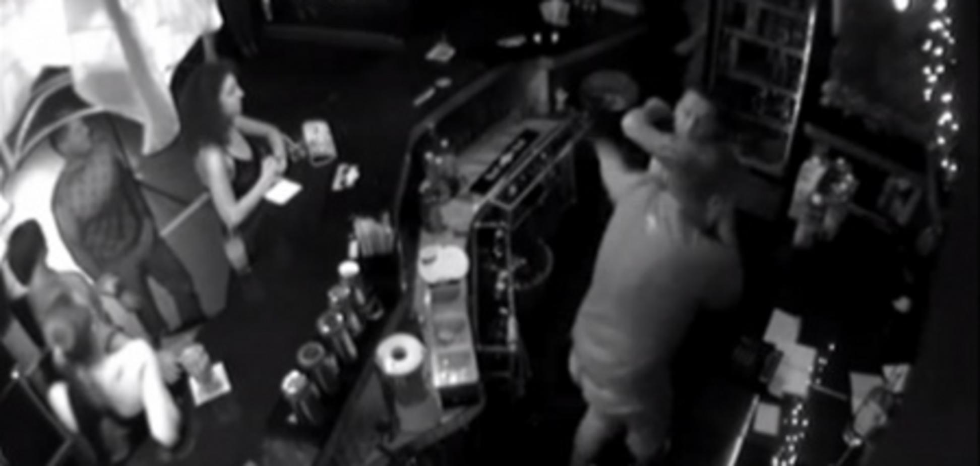 У Сумах племінник прокурора влаштував дебош в нічному клубі