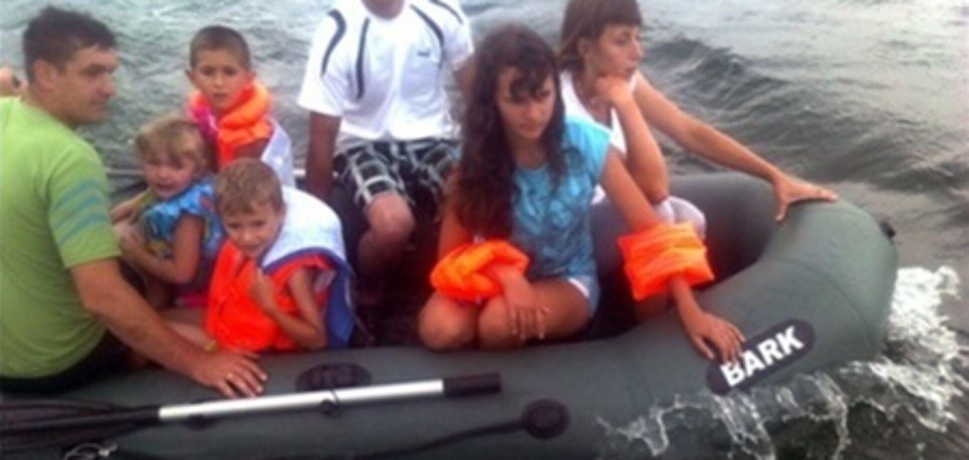На Днестре 7 человек унесло на надувной лодке
