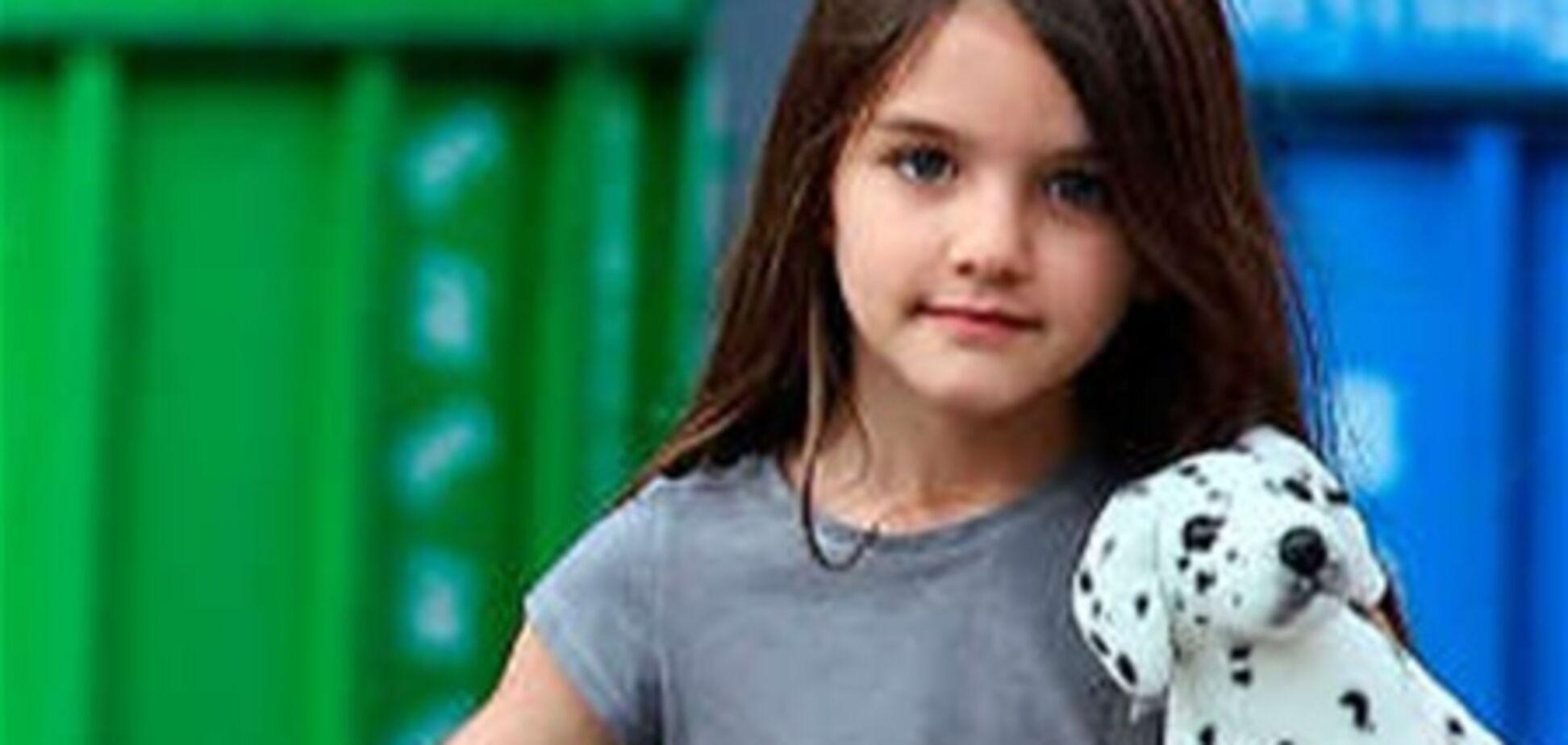 Разъяренный фанат Кэти Холмс назвал ее дочь 'соплячкой'
