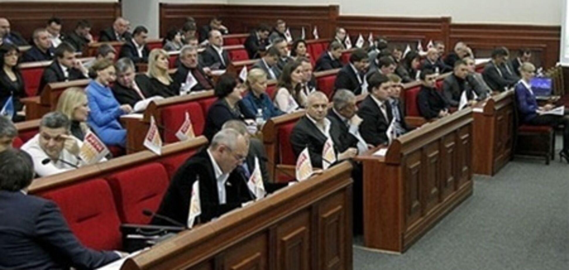 Киевсовет просит милицию усмирить нардепов, мешающих ему работать