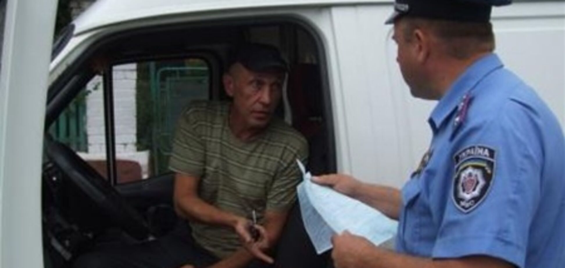 На Рівненщині п'яний дебошир погрожував медикам і даішникам
