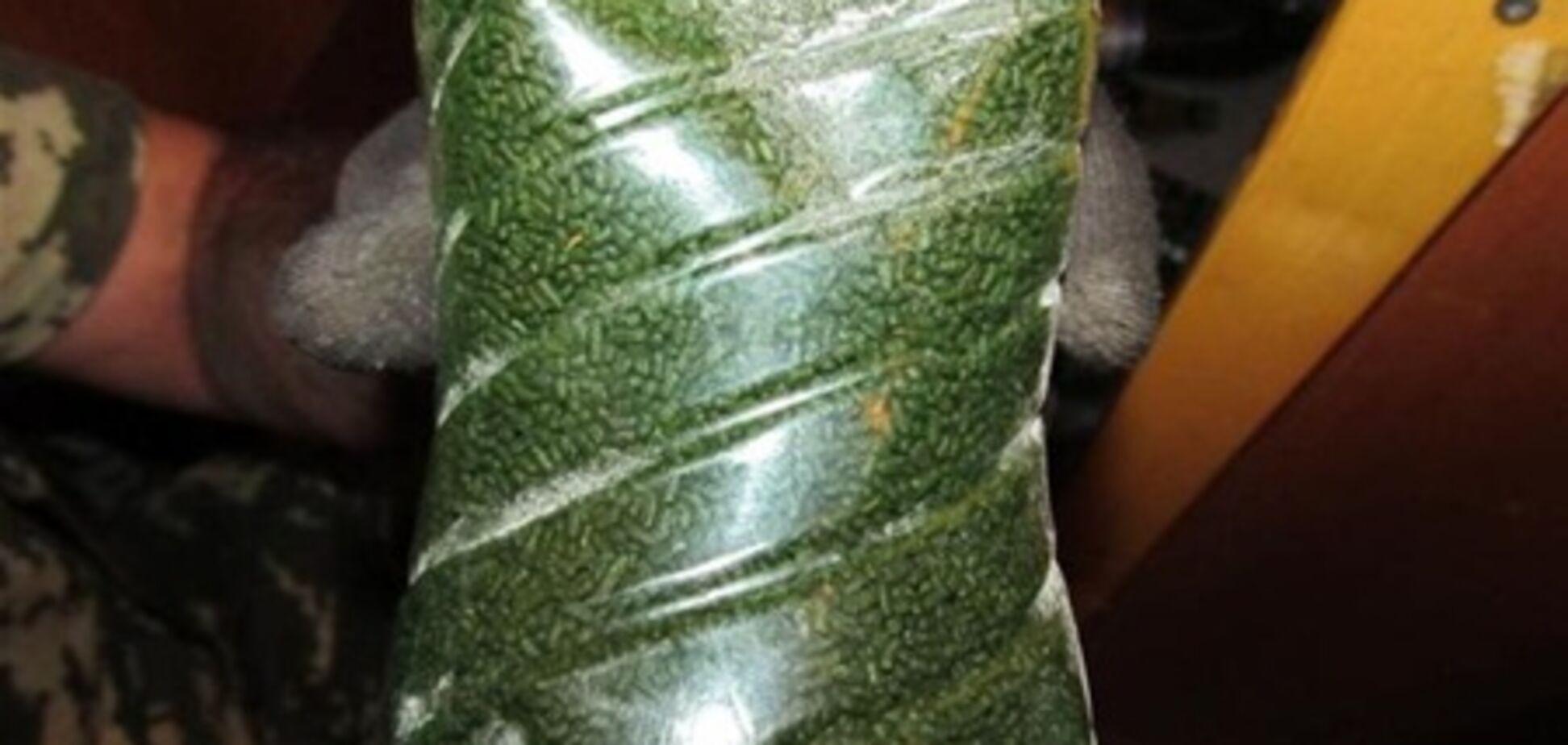 У узбека на українському кордоні відібрали 30 кг жувального тютюну