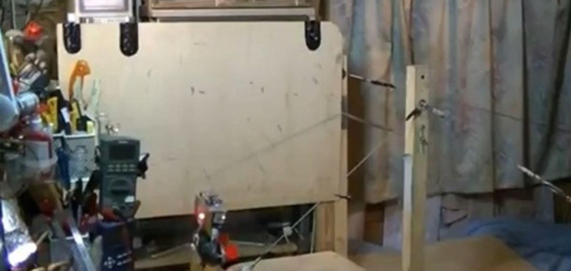 Народные изобретатели научили робота акробатике