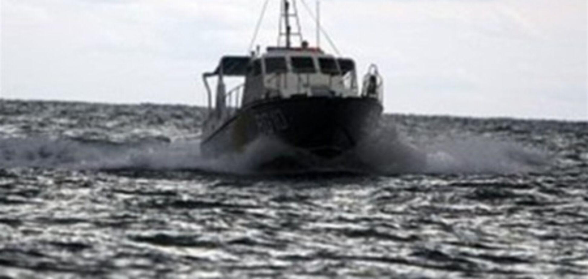 Пошуки українських рибалок з баркаса, затопленого росіянами, тривають