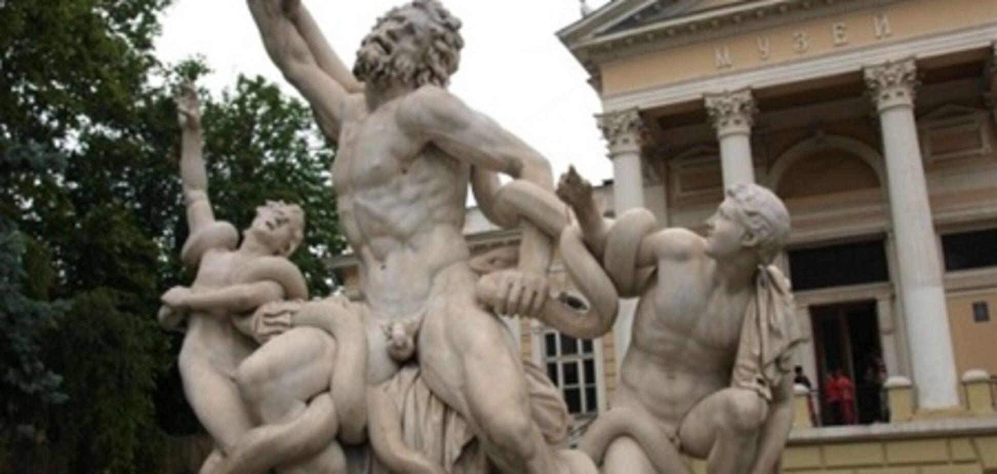 В Одесі однією з найбільш знаменитих скульптур відірвали пальці