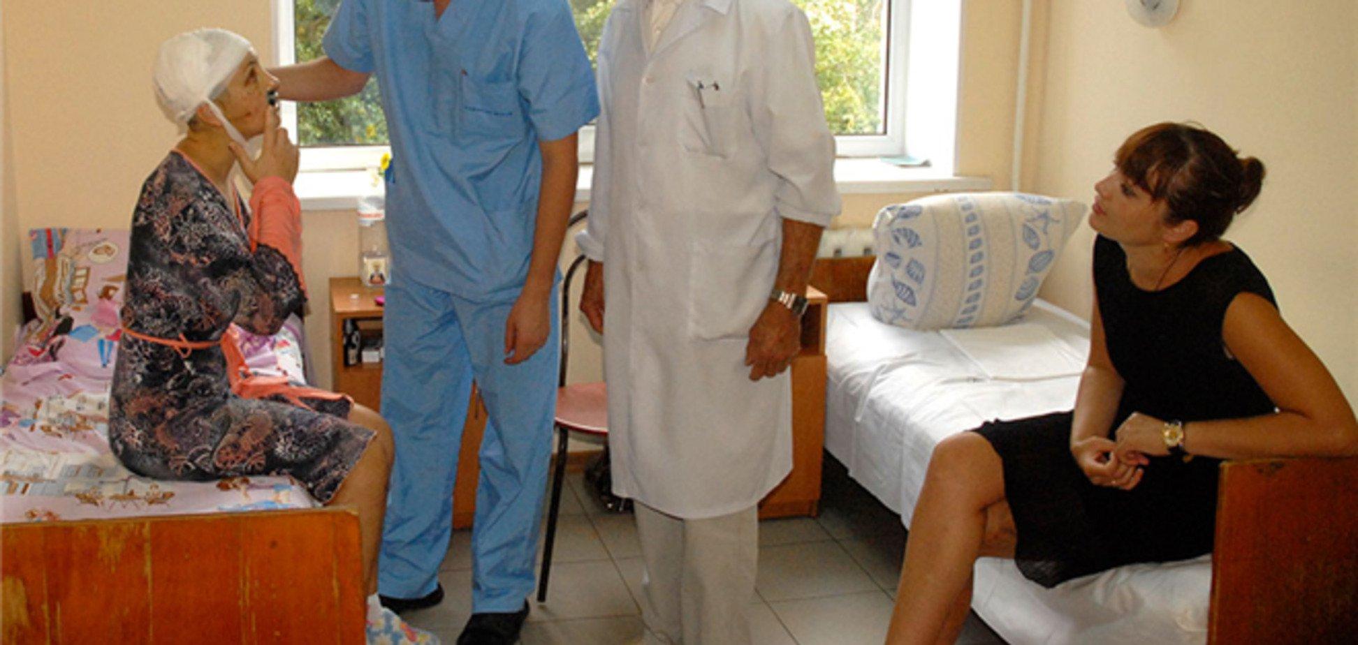 Жертву 'Врадіївський гвалтівників' протримають у лікарні ще два тижні