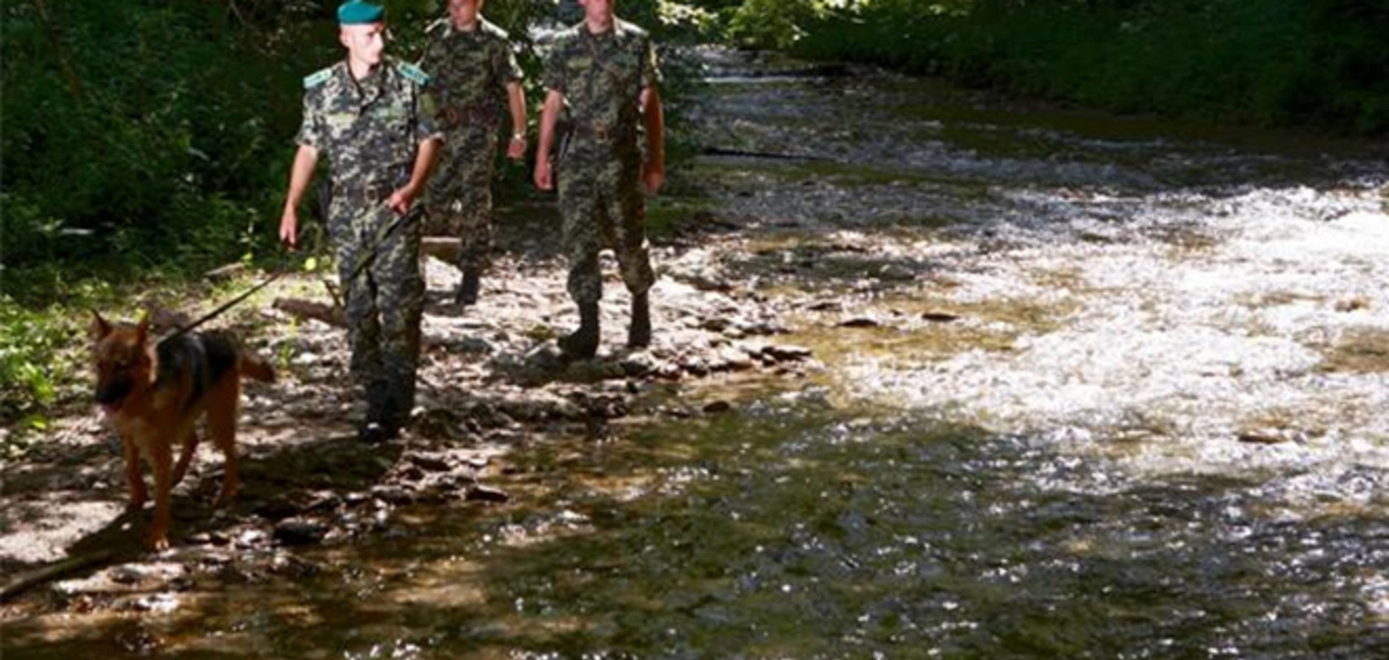 На кордоні в Закарпатті двоє росіян порізали себе лезами