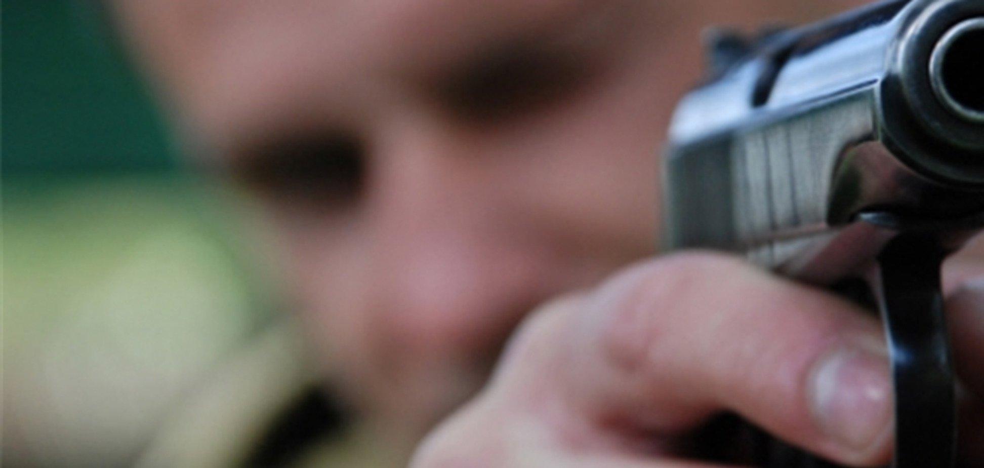 У Криму чоловік 'випросив' у приятеля постріл у живіт