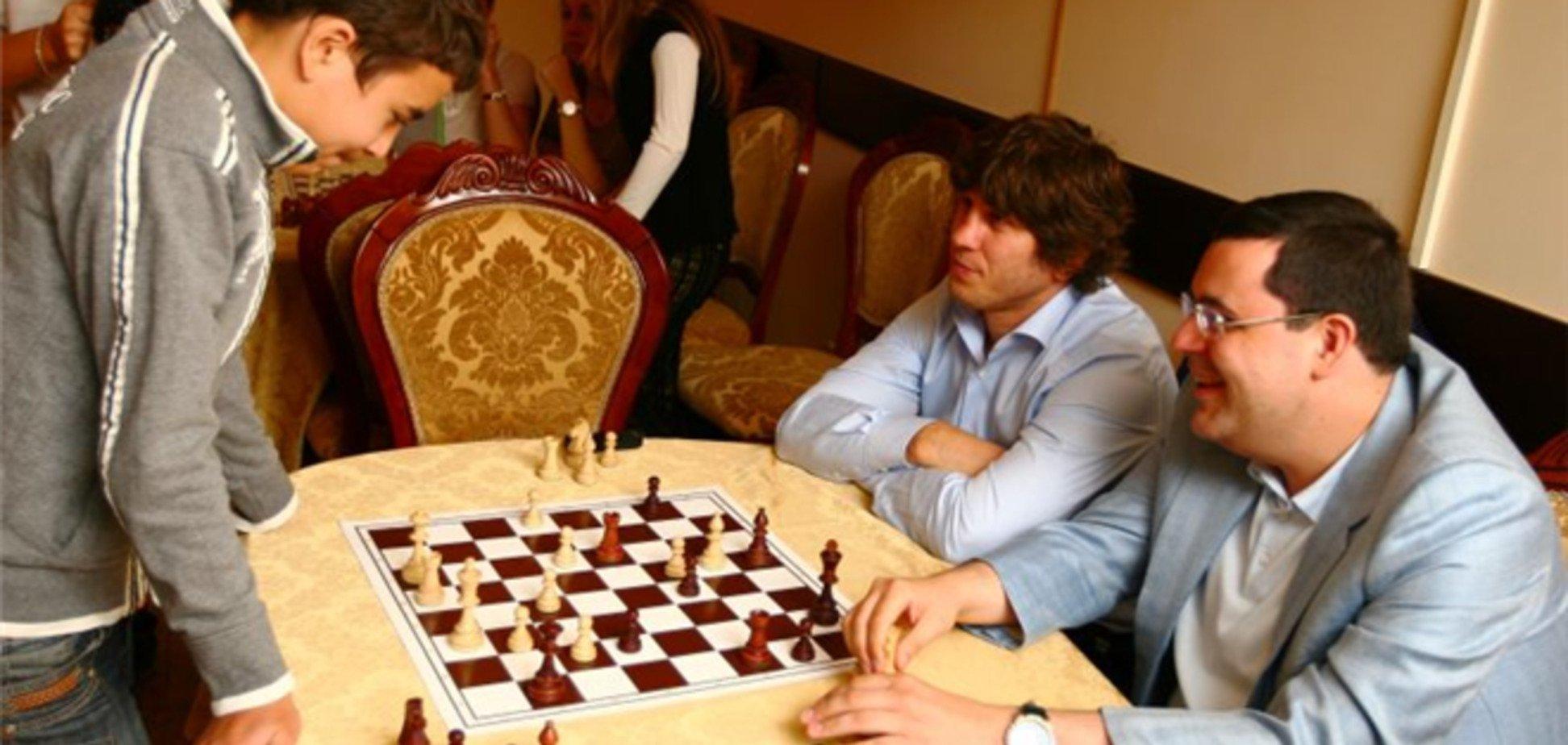 Тедеев рыбачит, Лукьянов гоняет, а Гурвиц играет в бильярд