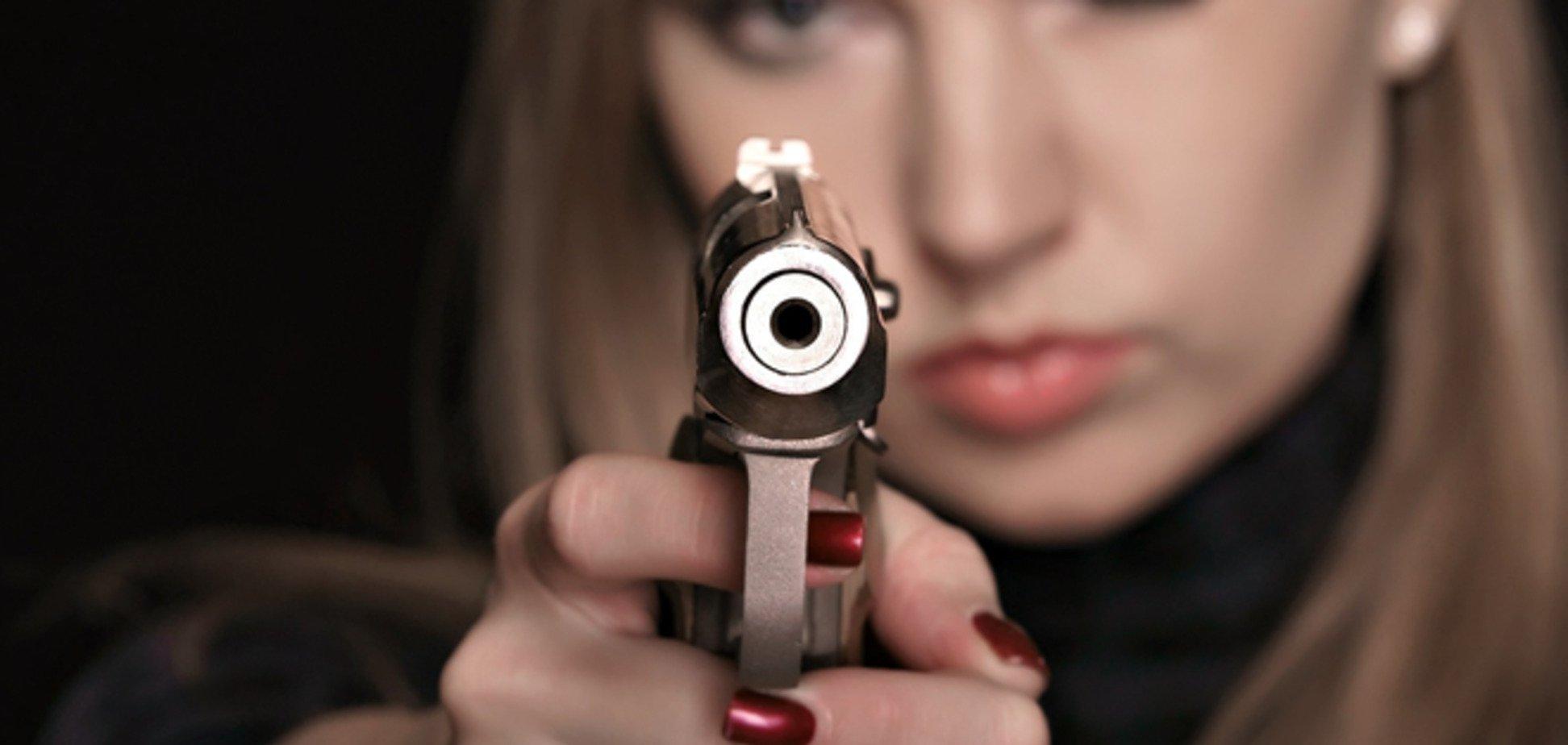 Росіянка намагалася пронести в Україну десять пістолетів
