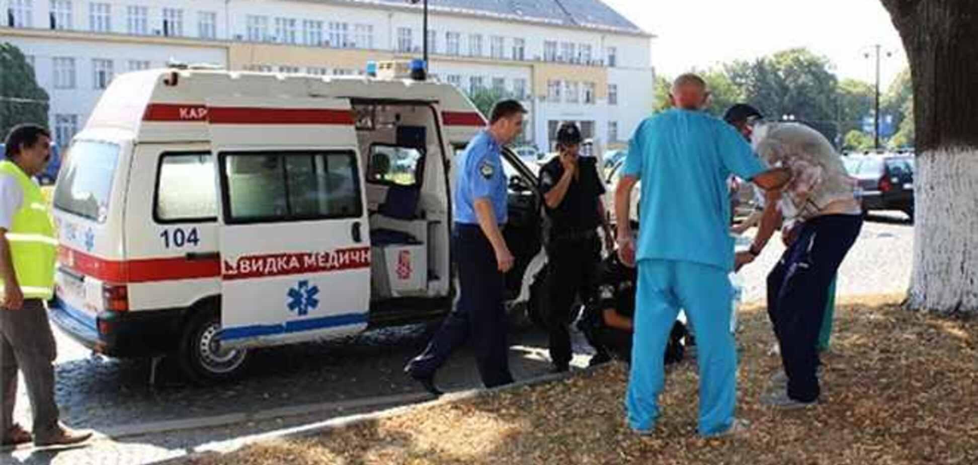 На Закарпатті чоловік підпалив себе біля будівлі ОДА