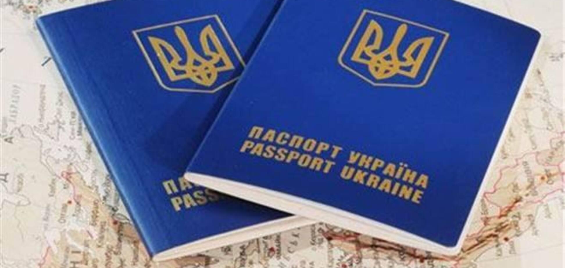 Оформление загранпаспортов обещают нормализовать до середины августа