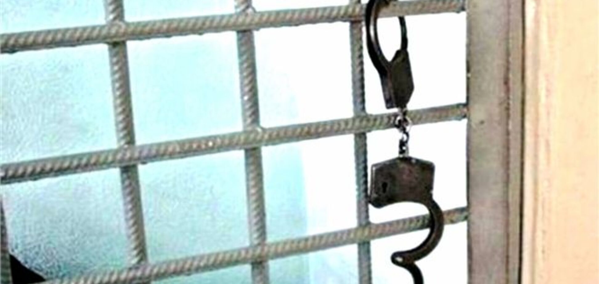 У Дніпропетровську підозрюваний викинувся з третього поверху райвідділу міліції
