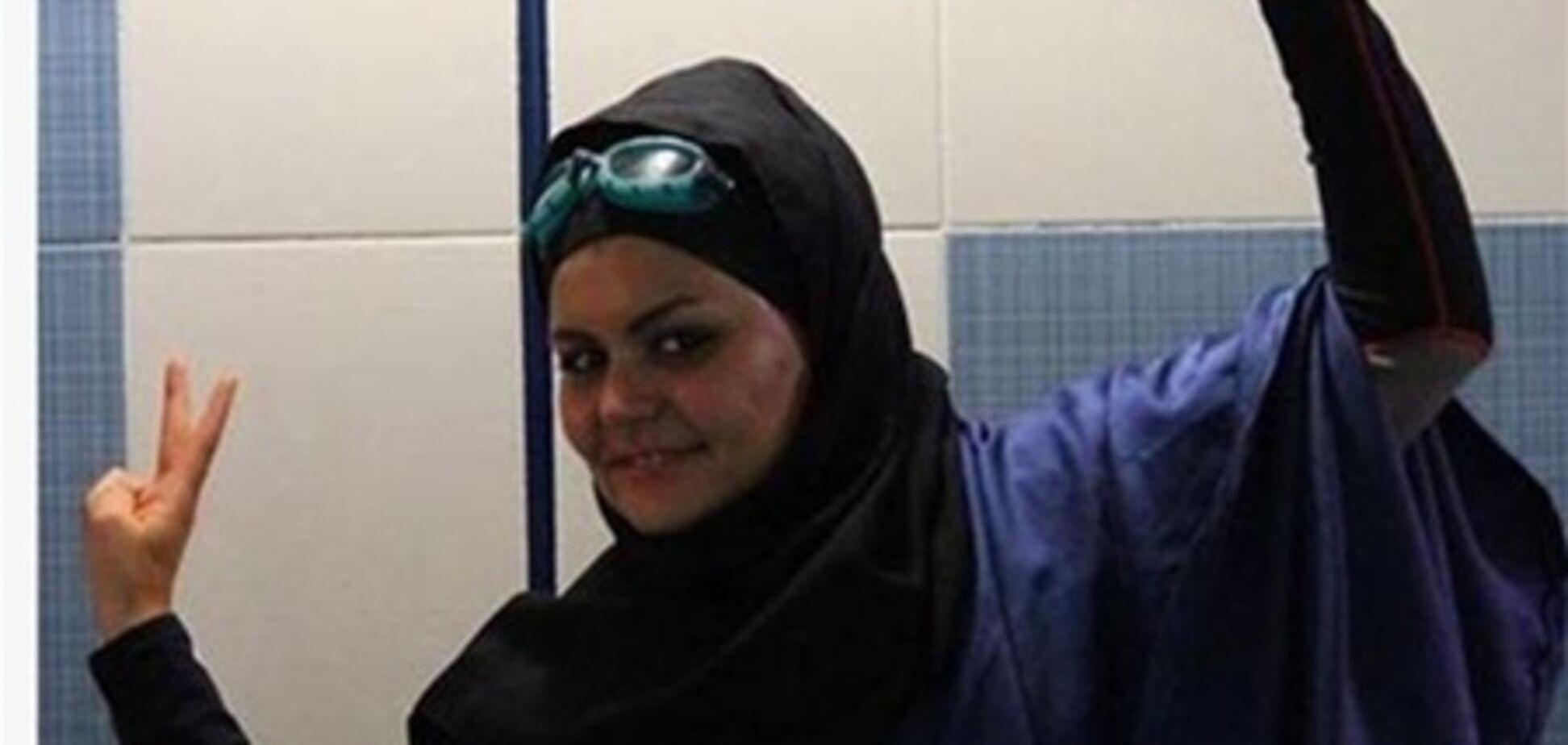Иранскую пловчиху лишили рекорда из-за купальника