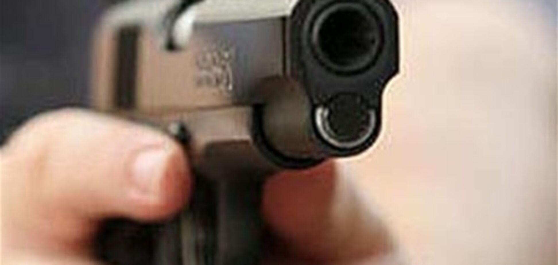 В Николаеве на глазах у людей подстрелили маршрутчика
