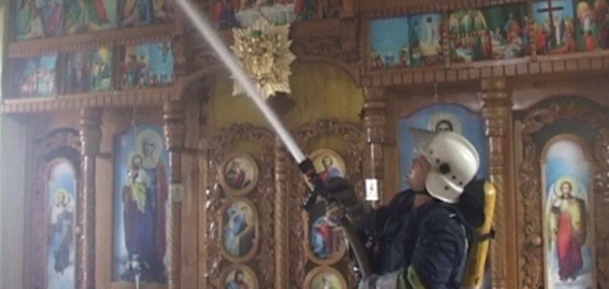 У церкву Чернівців догодила блискавка