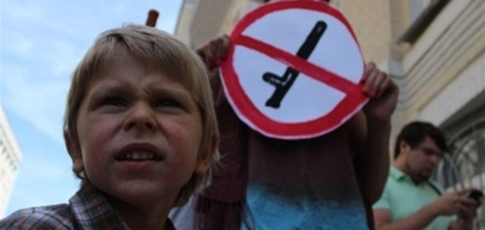 В Симферополе митинговали у главка МВД в знак поддержки жителей Врадиевки