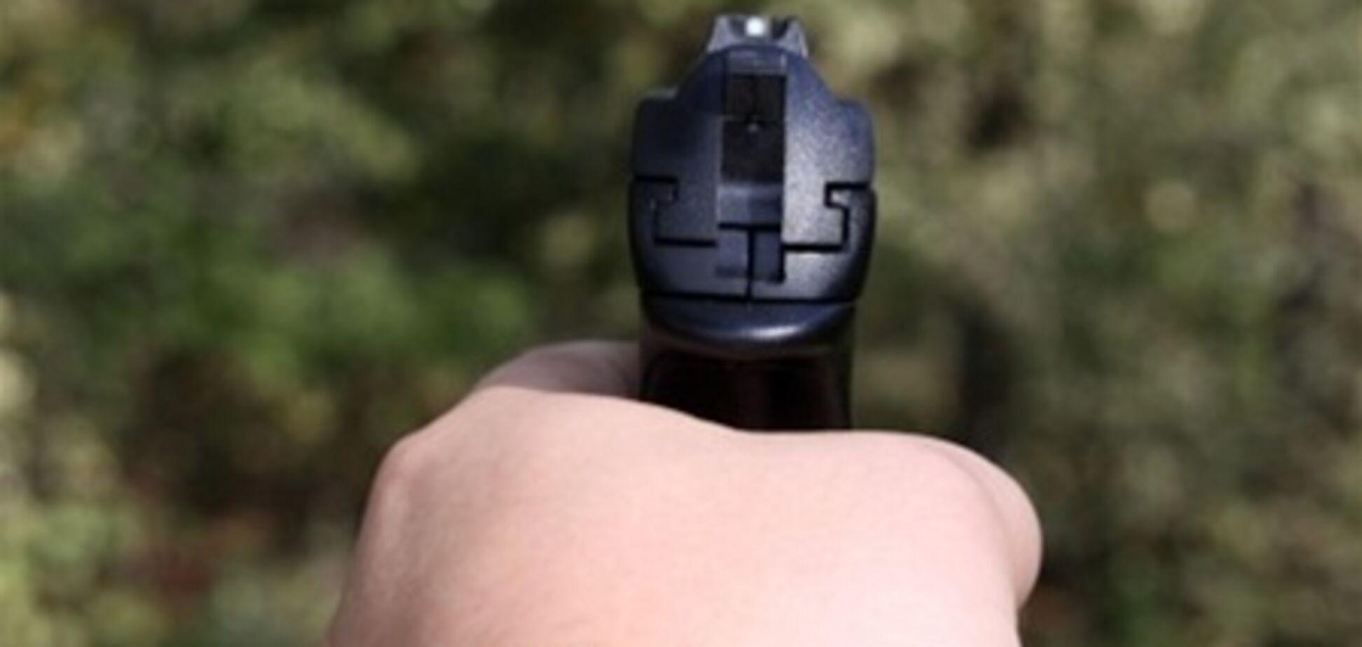 На Закарпатті гри з пістолетом закінчилися пораненням дитини