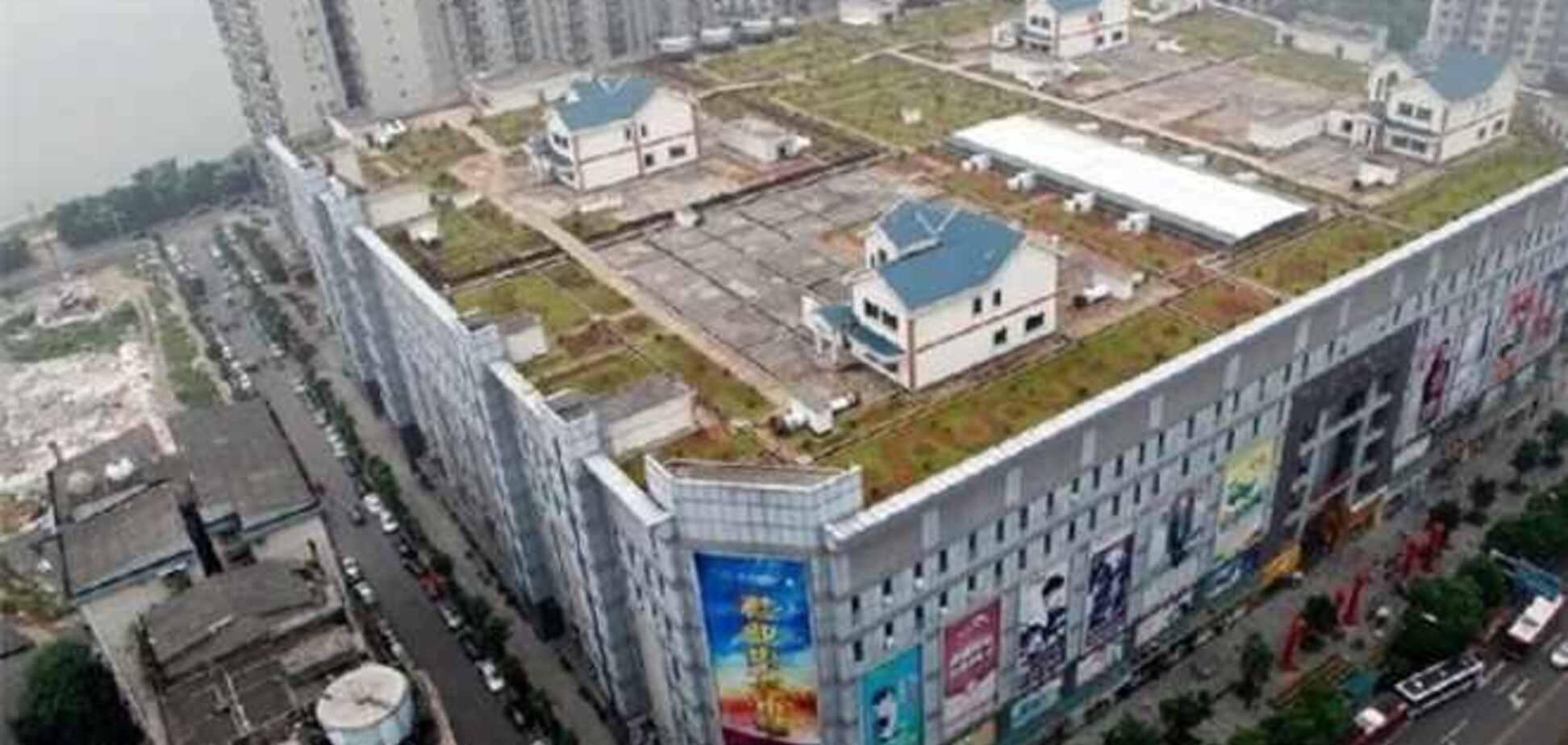 Китайские власти поручили снести скандальную виллу на крыше дома