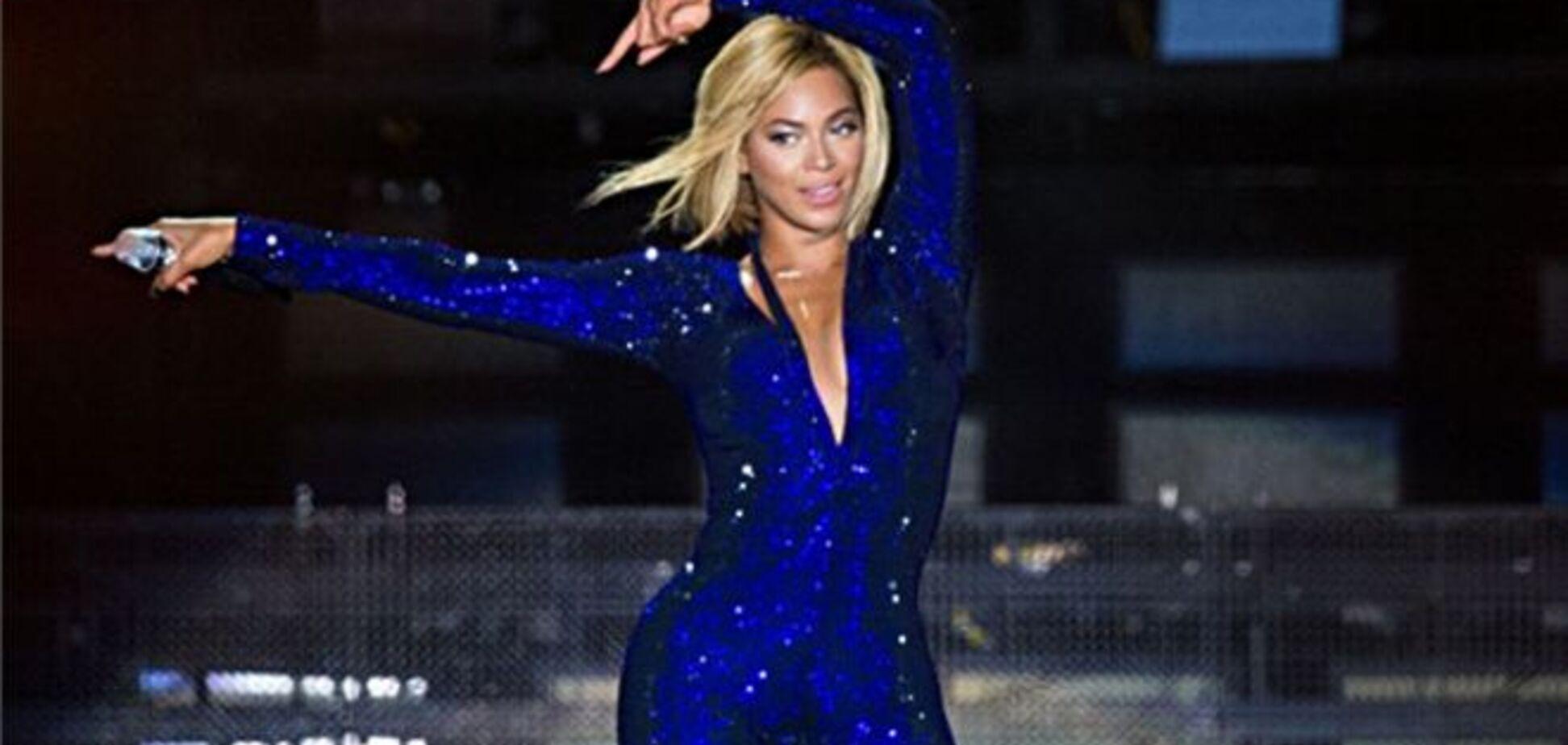Британська співачка вразила пружними сідницями: відверті фото