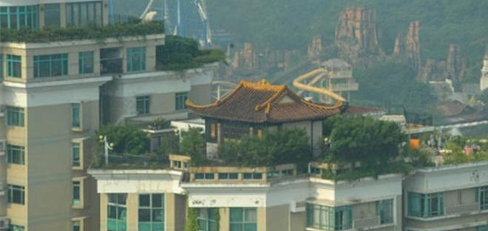 Китаец построил храм на крыше жилой многоэтажки