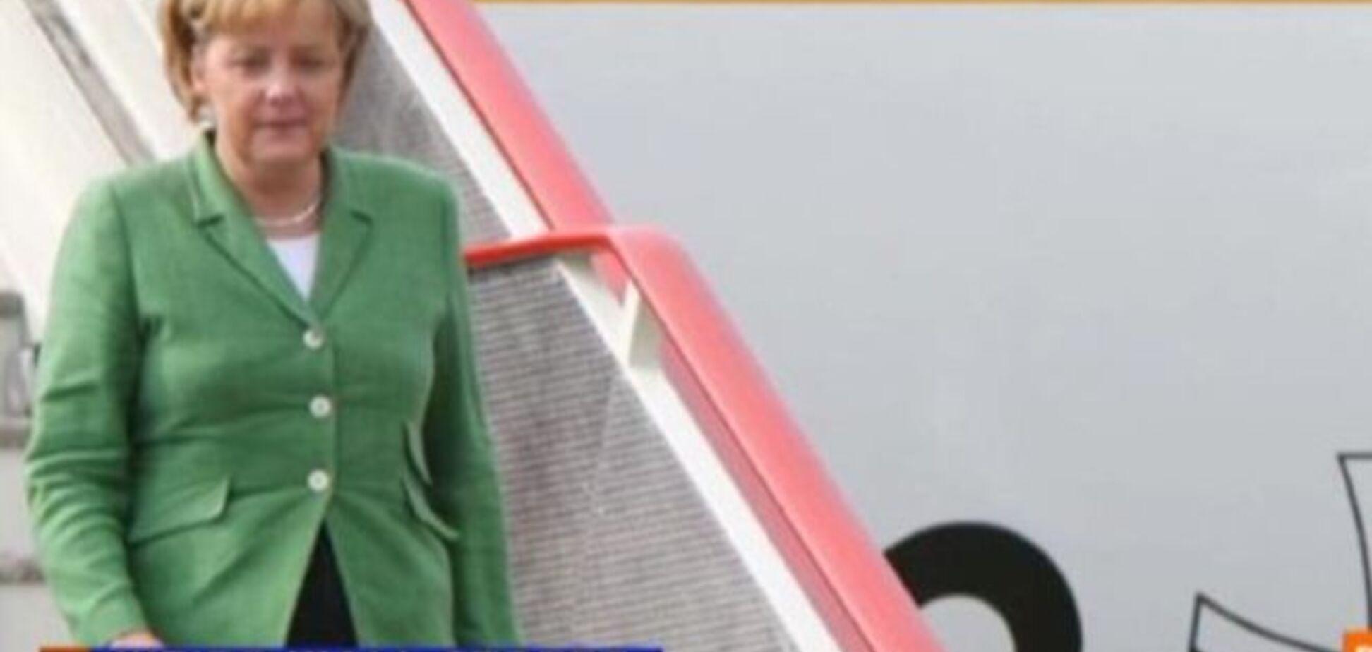 Бодібілдер в трусах влаштував дебош в літаку Меркель