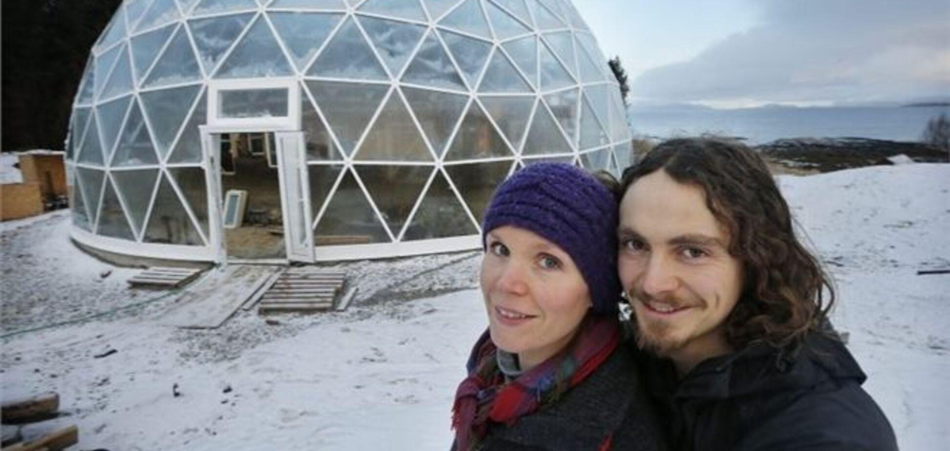 Пара из Норвегии поселилась в стеклянном 'домике хоббита'