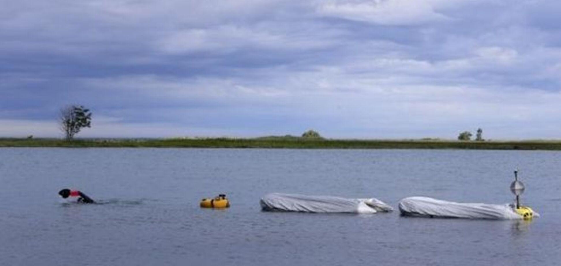 Американский экстремал решил проплыть 35 км с тонной кирпичей