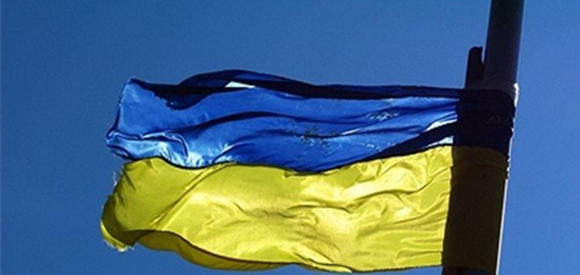 У Берегово невідомі підпалили прапор України