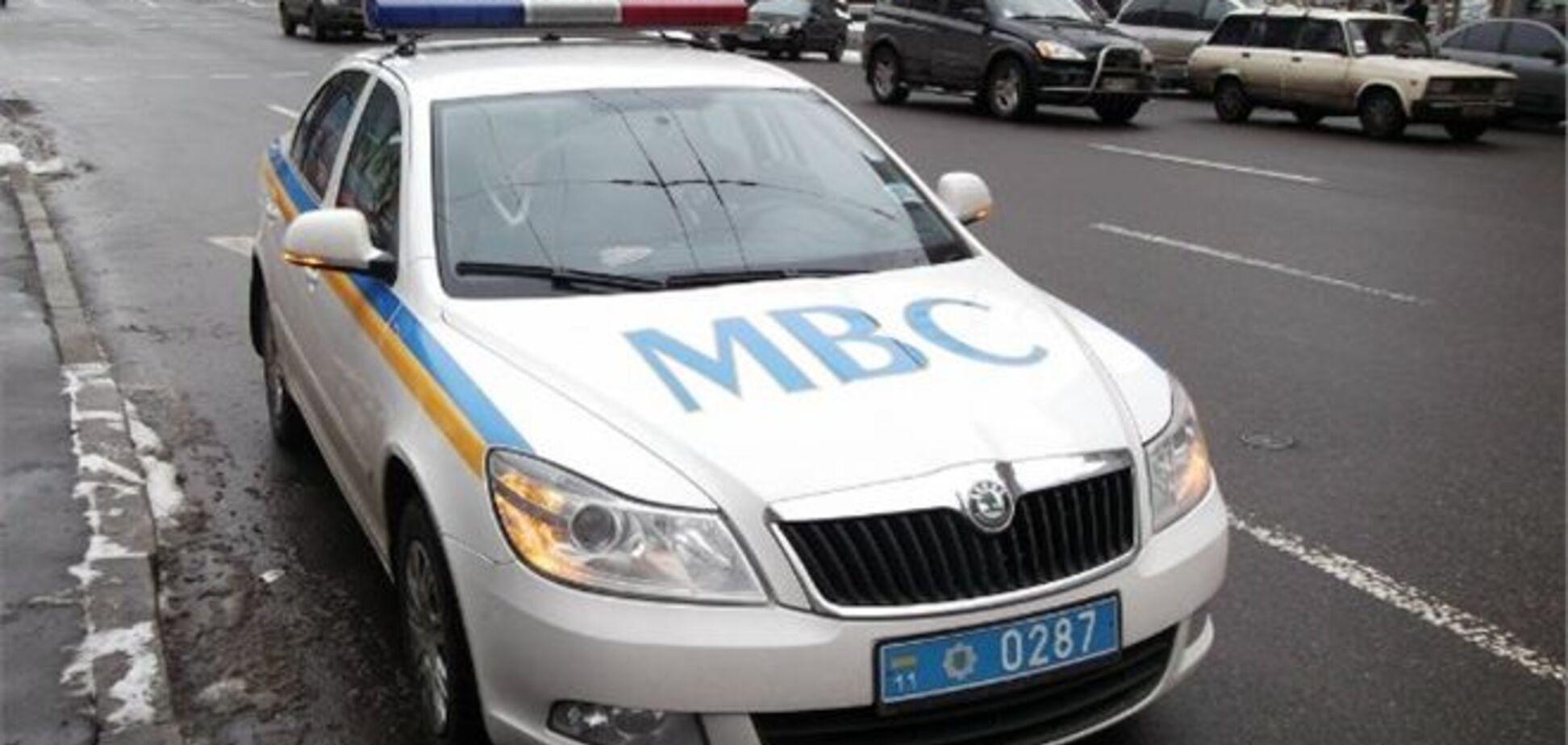 В Ужгороді п'яна пасажирка джипа порізала колеса на машині ДАІ