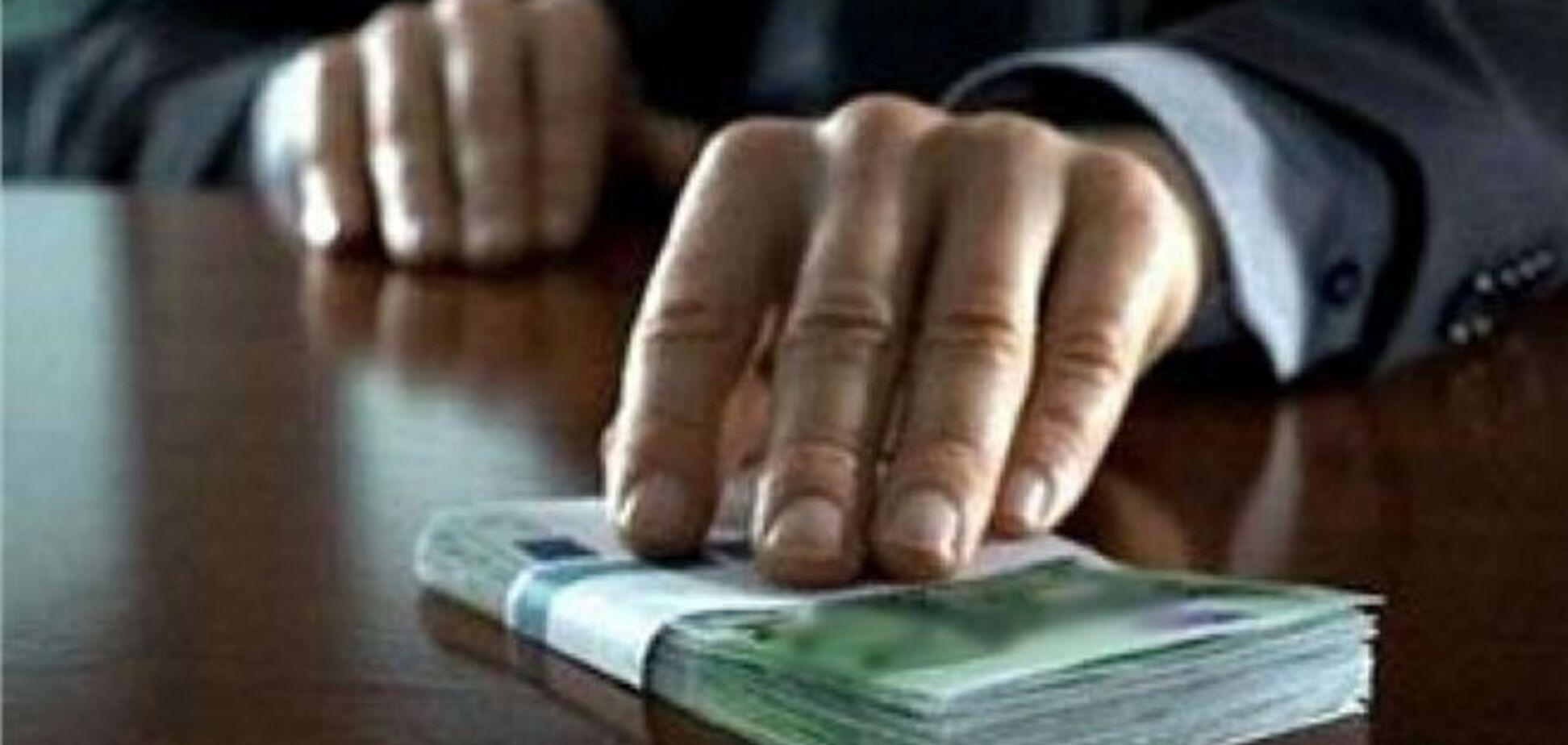 Чиновник попався на хабарі в 90 тис. грн