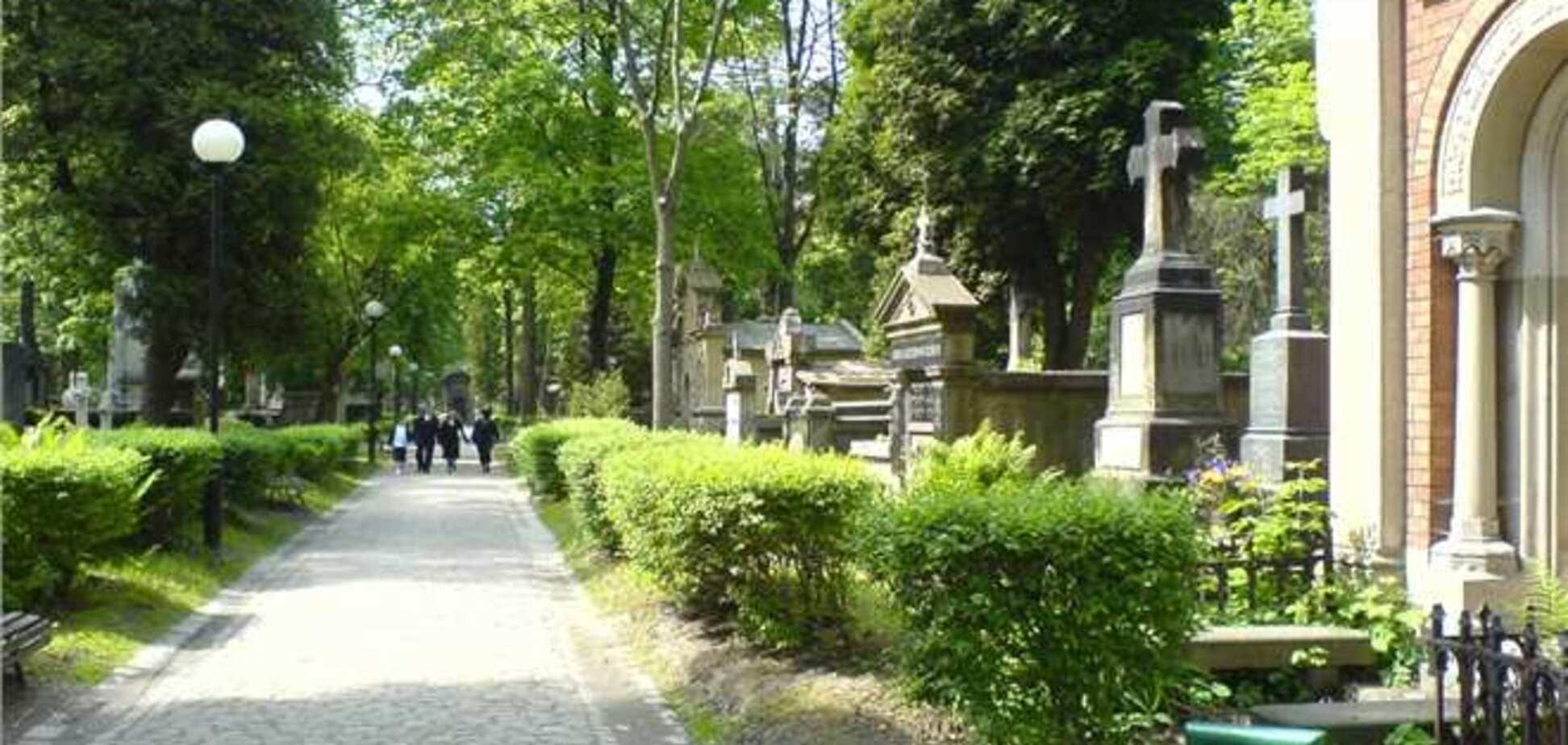 Співробітники швидкої допомоги в Польщі отримали дзвінок з гробу