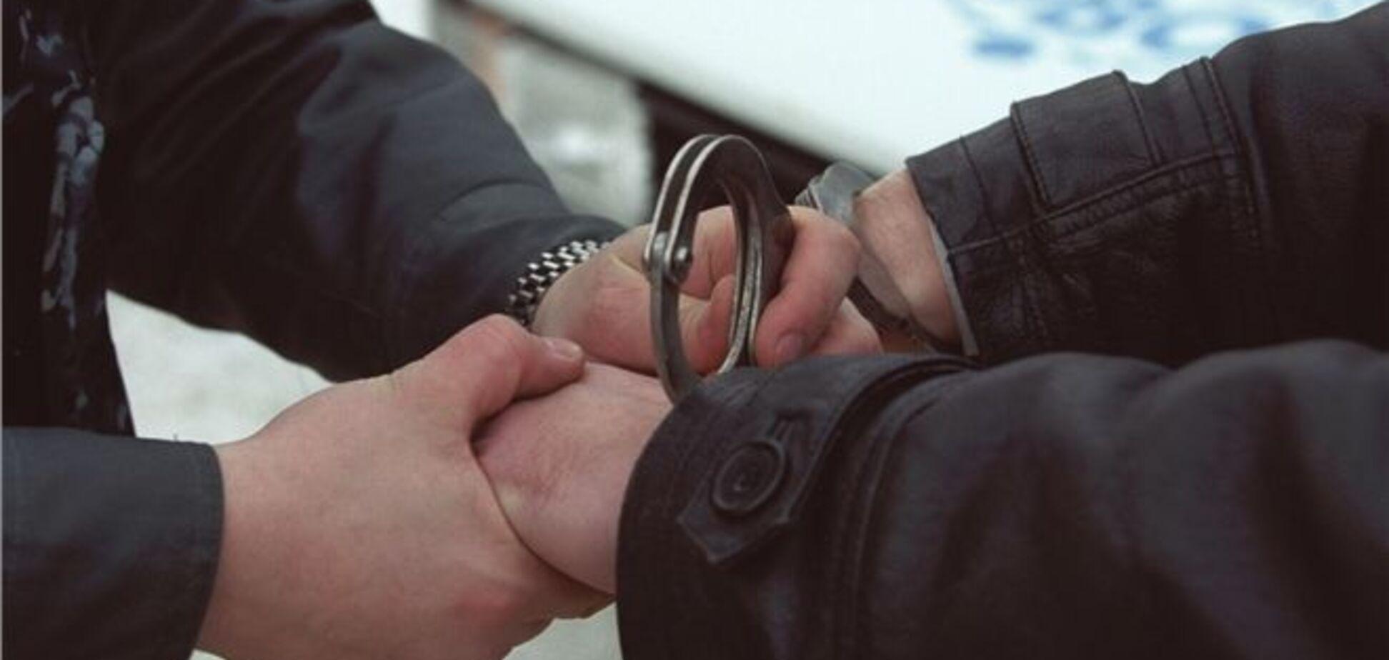У Харкові шахрай з посвідченням прокурора вимагав гроші у самогонників