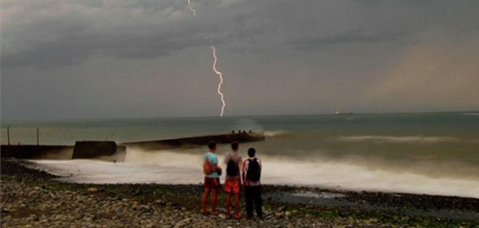 Над Чорним морем очікується формування смерчів