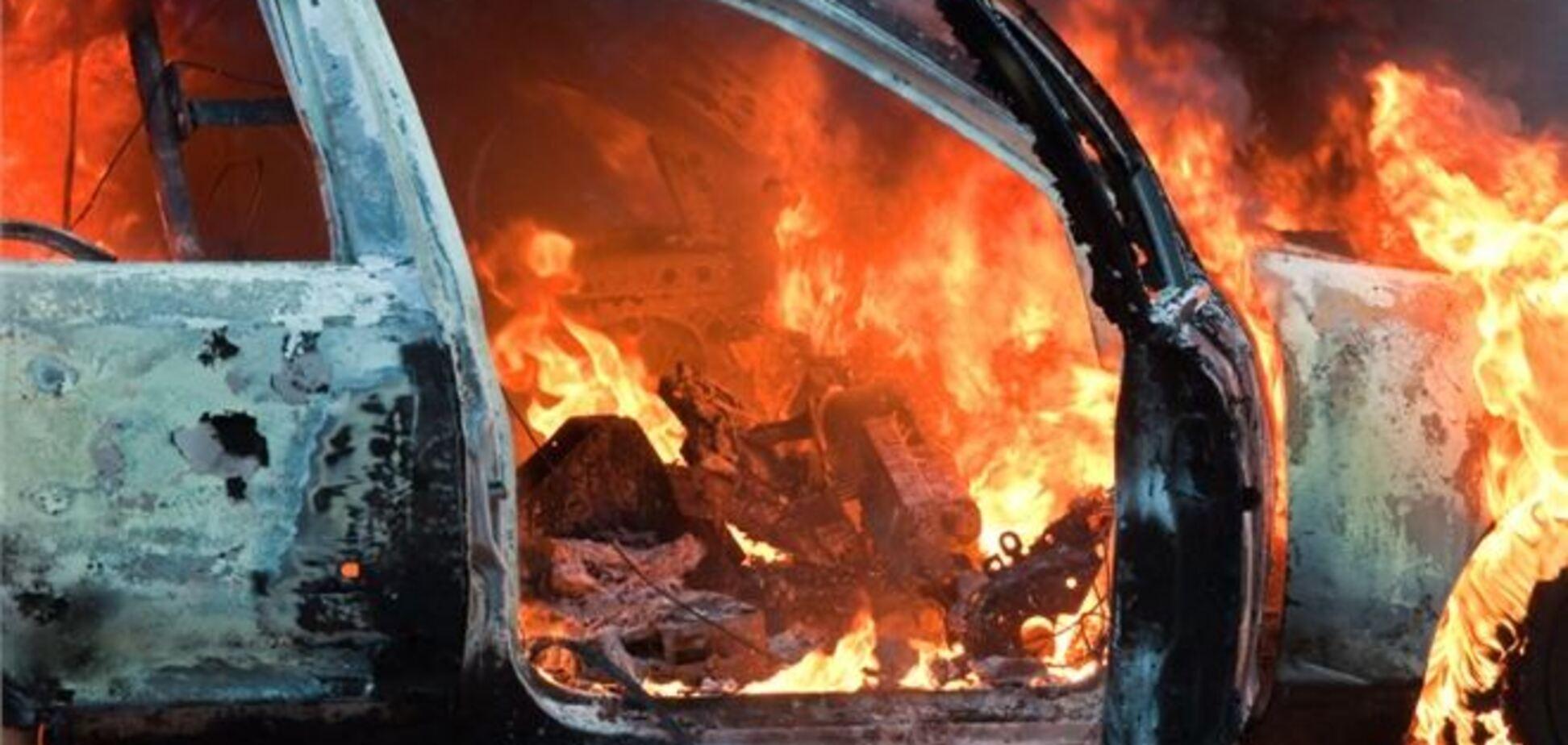 У Закарпатті масово підпалюють машини чиновників